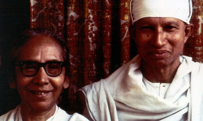 Dipa Ma, another early beloved teacher of IMS's founders, with Munindraji.