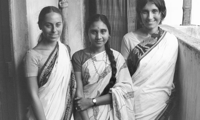 Sharon Salzberg (R) in India, 1972 with Jacqueline Mandell (L) and Dipa Barua, daughter of Dipa Ma.