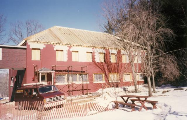 2 09 The Annex was completely renovated in 1995, a project made possible with the financial support of the IMS sangha.